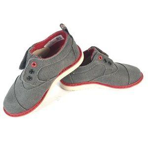 Toms shoes boy size 8
